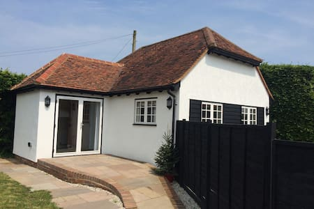 Immaculate self contained annexe - White Roding