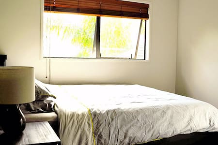 Room type: Private room Bed type: Couch Property type: House Accommodates: 2 Bedrooms: 1 Bathrooms: 2.5