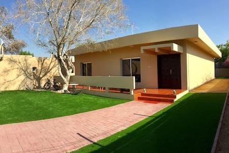 Garden villa close to Jumeira beach & shopping - Dubai