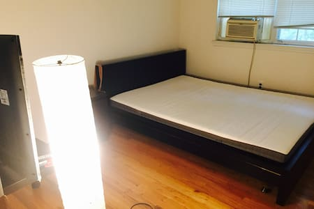 one bed room for rent - Glen Cove