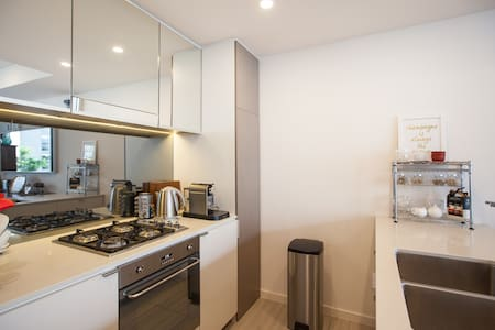 Great Location, Breakfast & Air Con - Zetland - Apartment