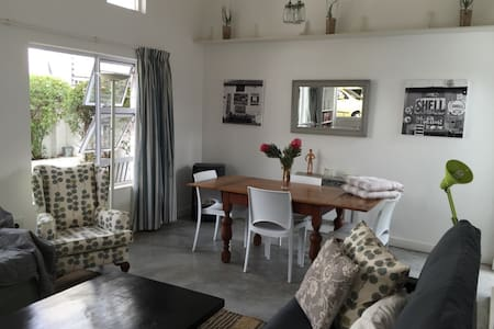 Perfect base to explore Parkhurst, Joburg and SA! - Lejlighed