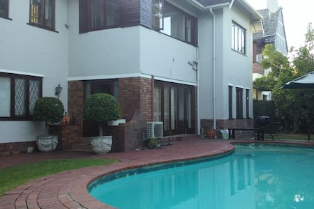 On-suite Room with Own Entrance - Huis