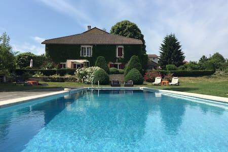 Maison de charme avec piscine - Bed & Breakfast