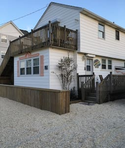 3rd home from OCEAN on LOVELY LBI! 4 Bedrooms. - Beach Haven - Hus