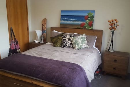 Sunny private room with ensuite! - Auckland