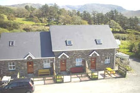 Inches Cottages, Eyeries, Eire - Beara