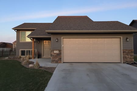 New Basement, Entirely Yours! - Sioux Falls - Casa