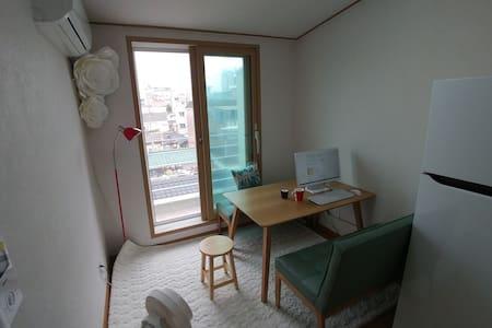 Sunny&Cozy place near central Seoul - Jongno-gu - House