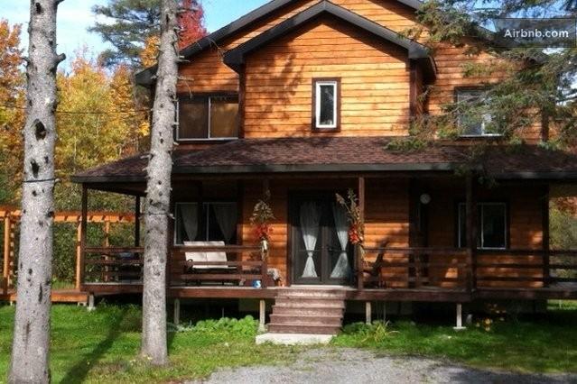 maison de campagne en bois rond in saint calixte