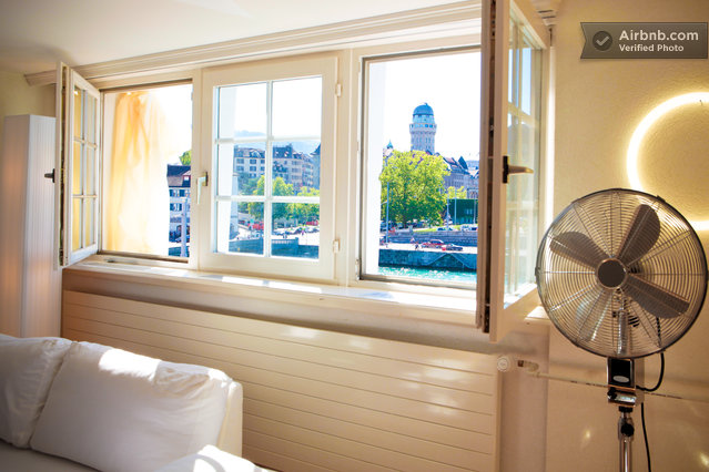 Cozy historical flat with original low ceiling and a great view over the roofs and the Limmat River