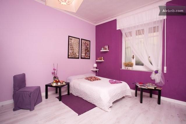 chambre violette studio apt ca cagliari. Black Bedroom Furniture Sets. Home Design Ideas