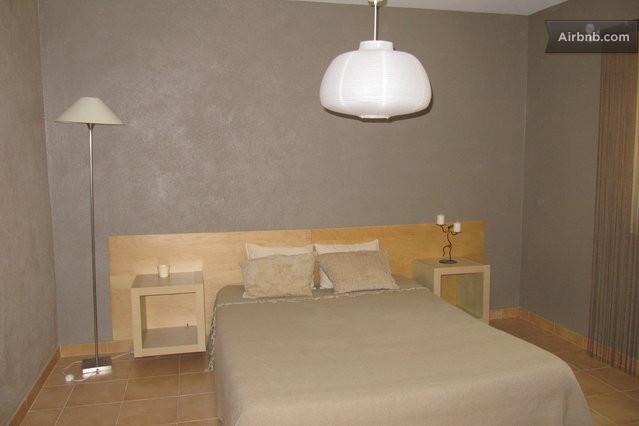 Saint andiol vacation rentals short term rentals airbnb for Chambre 10m2