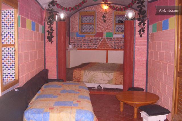 Meroc une grotte am nag e au maroc in aglou plage for Chambre 9m2 lit double