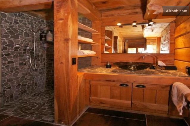 Gorgeous log cabin w mountain views in ohakune for Log cabins with bathrooms