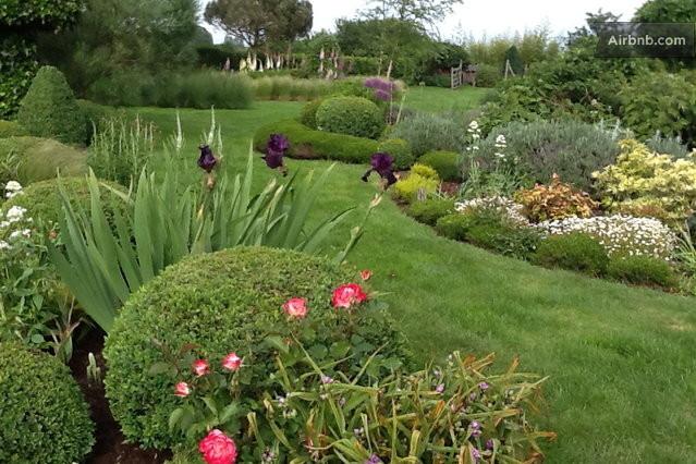 maison de charme et jardin de buis in saint l ger en yvelines. Black Bedroom Furniture Sets. Home Design Ideas