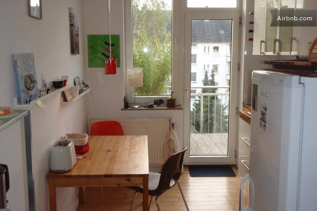 sch nes zimmer in ruhiger wohnung in hanover. Black Bedroom Furniture Sets. Home Design Ideas