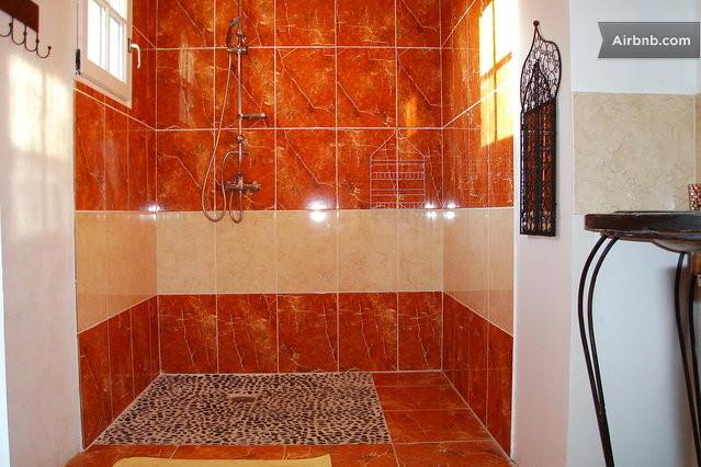 D tente et calme de la campagne in salignac sur charente - Salle d eau douche italienne ...