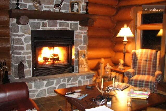 Fossambault sur le lac vacation rentals short term for Maison en bois ronde