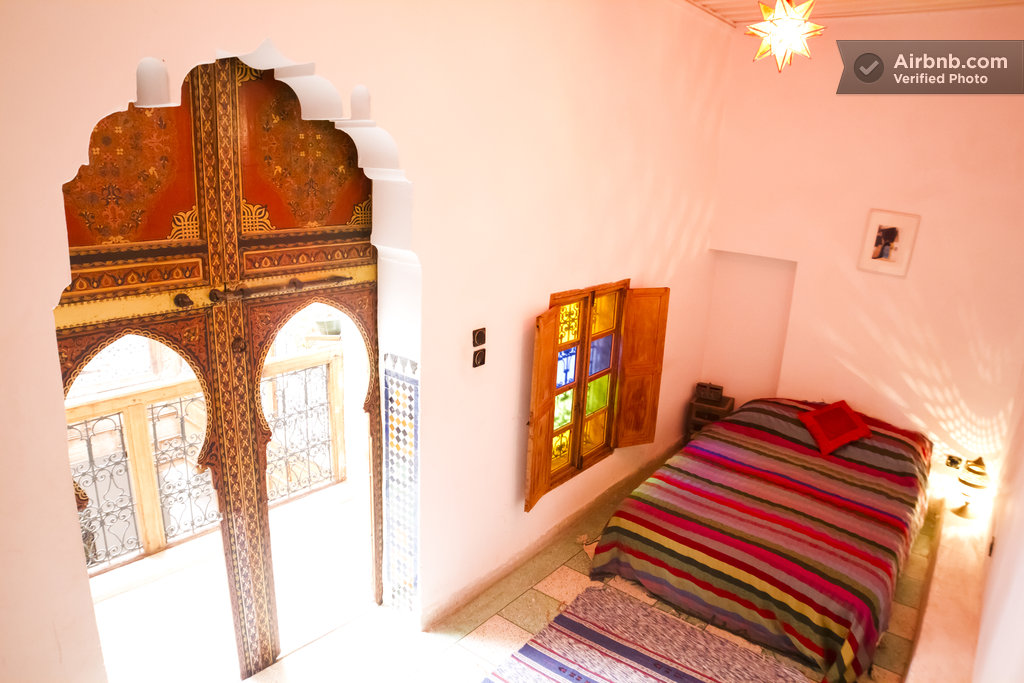 The red room dar rbab fes medina in fes for Airbnb marrakech