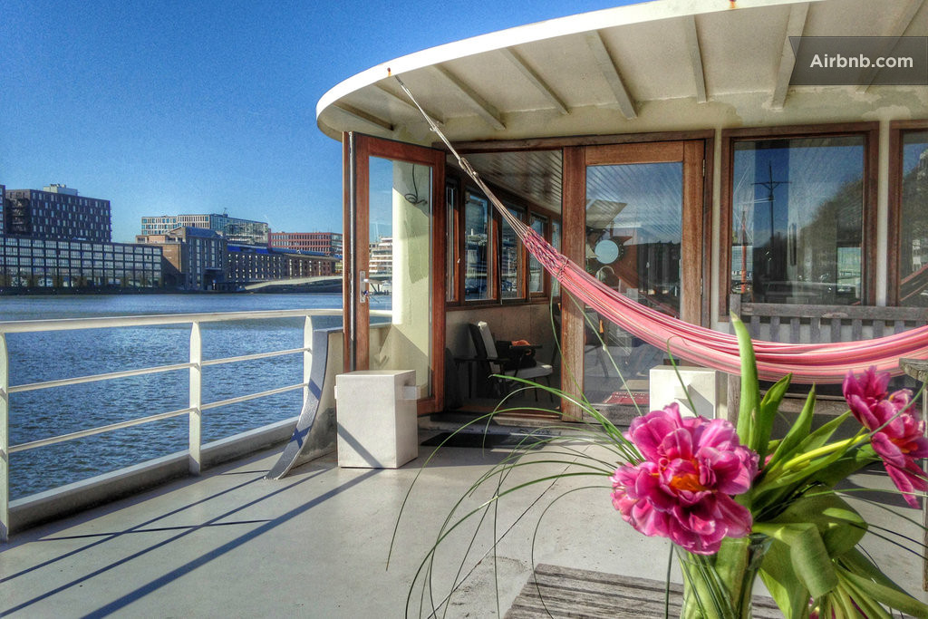 Luxury studio on ship free bikes in amsterdam for Airbnb amsterdam