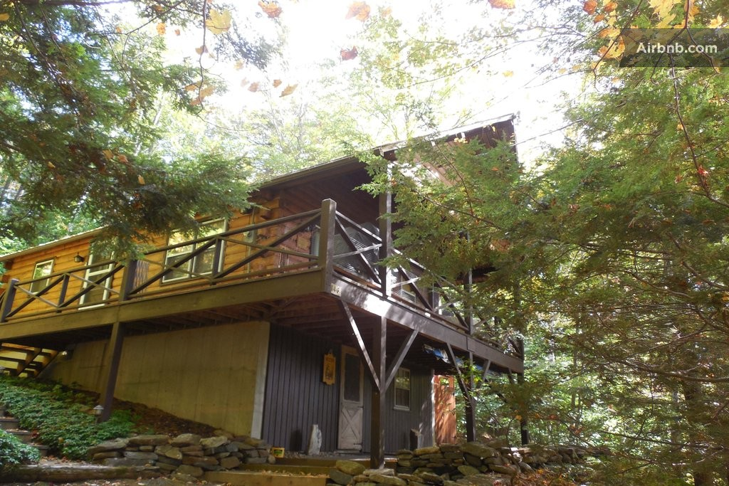 Lake view cabin in the berkshires in tolland for Lakeview cabin download