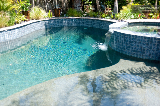 Jacuzzi and 8 5 ft deep end of the pool with refreshing for Cheap deep pools
