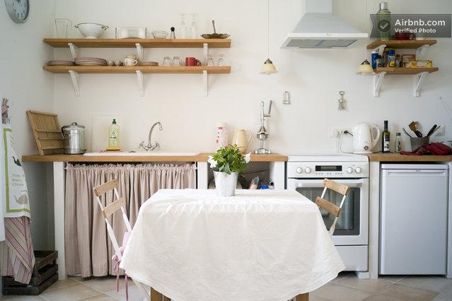mini apartment proche place massena in nizza. Black Bedroom Furniture Sets. Home Design Ideas